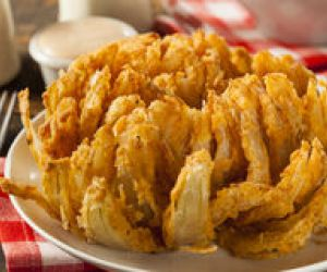 Blooming Onion With Sauce